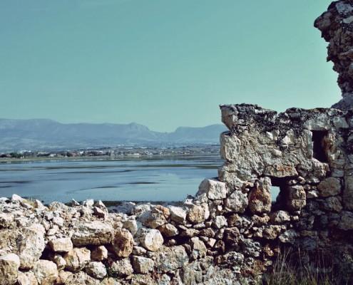 Τοίχος Αγίας Τριάδας,Μέγαρα
